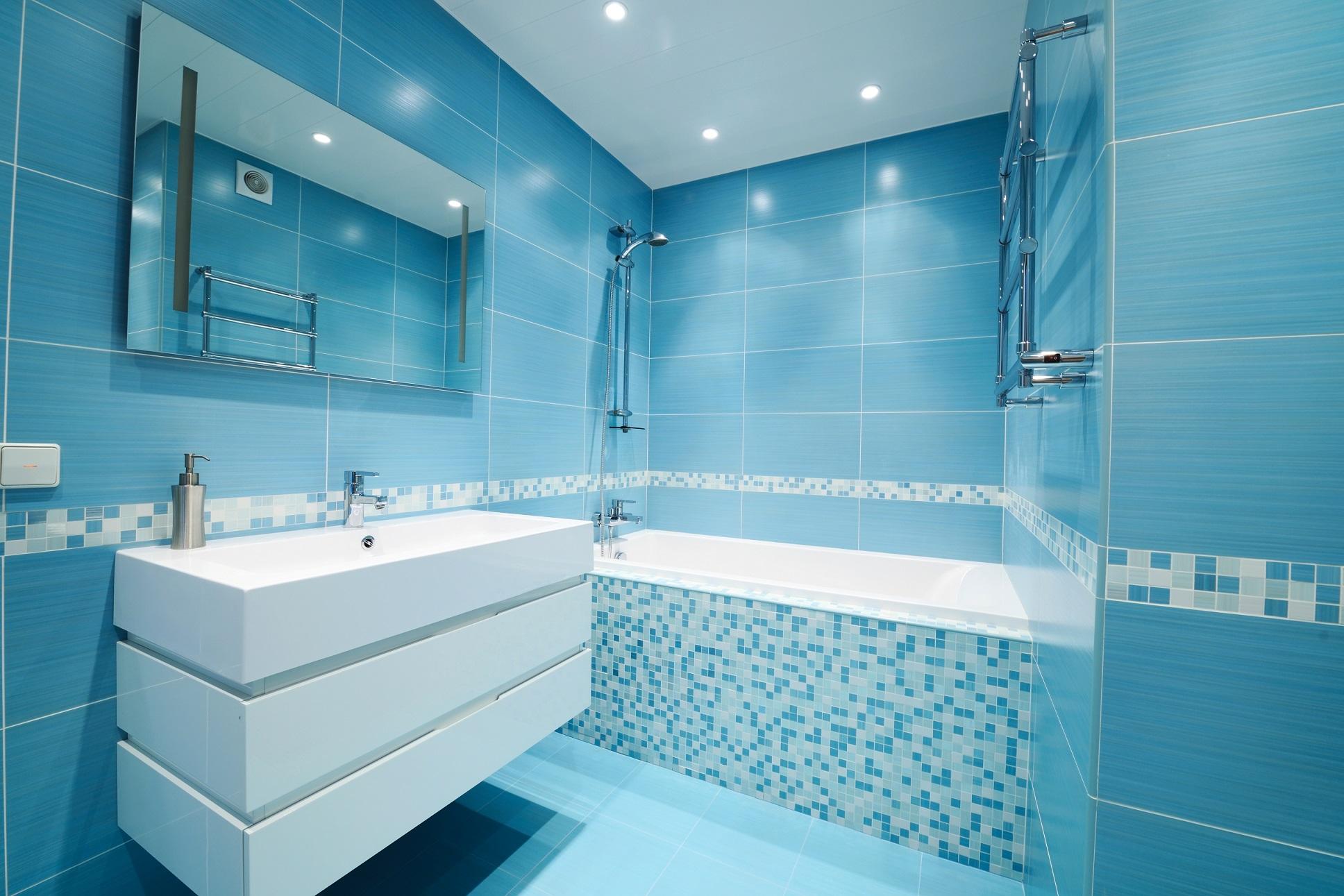 Какой потолок использовать в ванной комнате