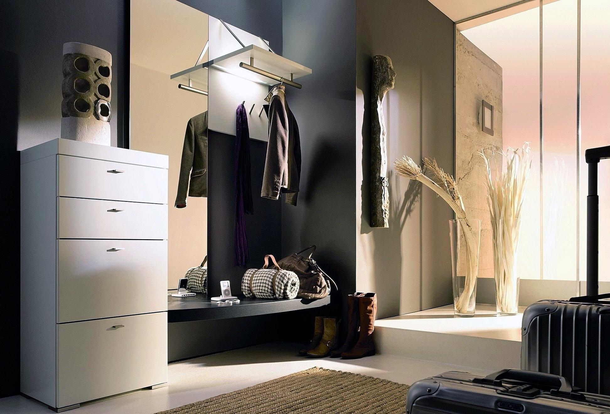 Чем заменить шкафы в маленьком коридоре