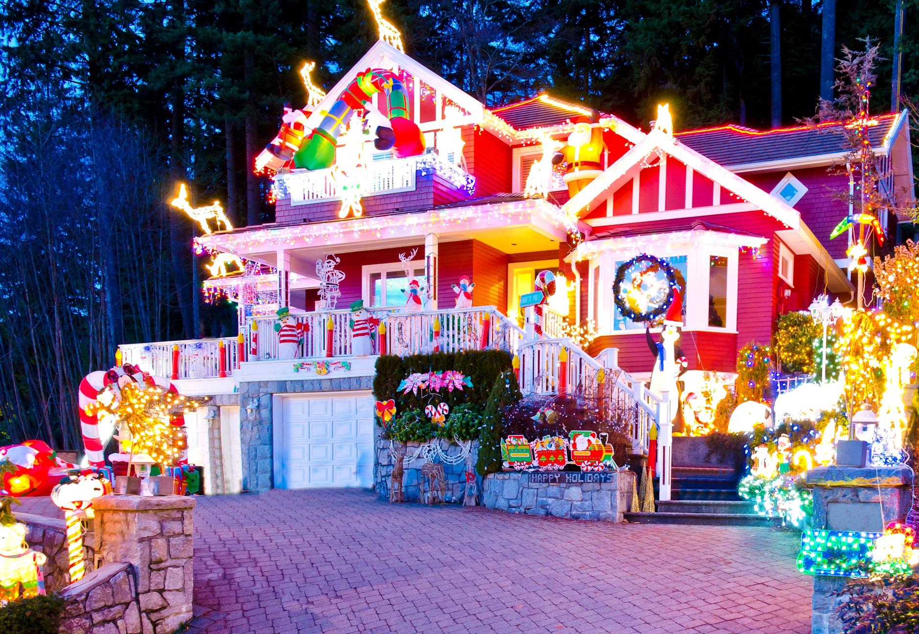 Как красиво оформить участок/сад/придомовую территорию на Новый год