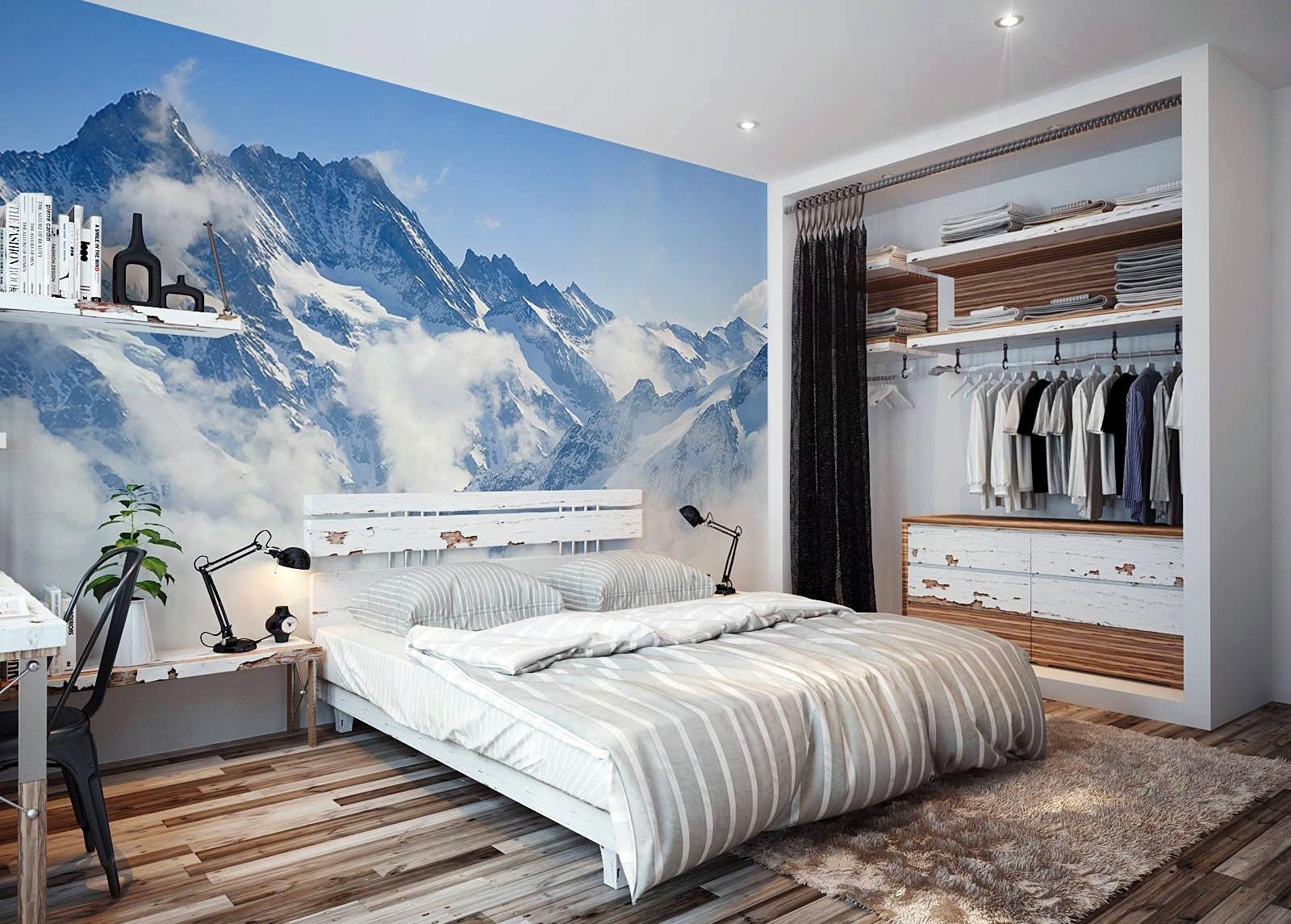 Как оформить стену над кроватью в спальне?