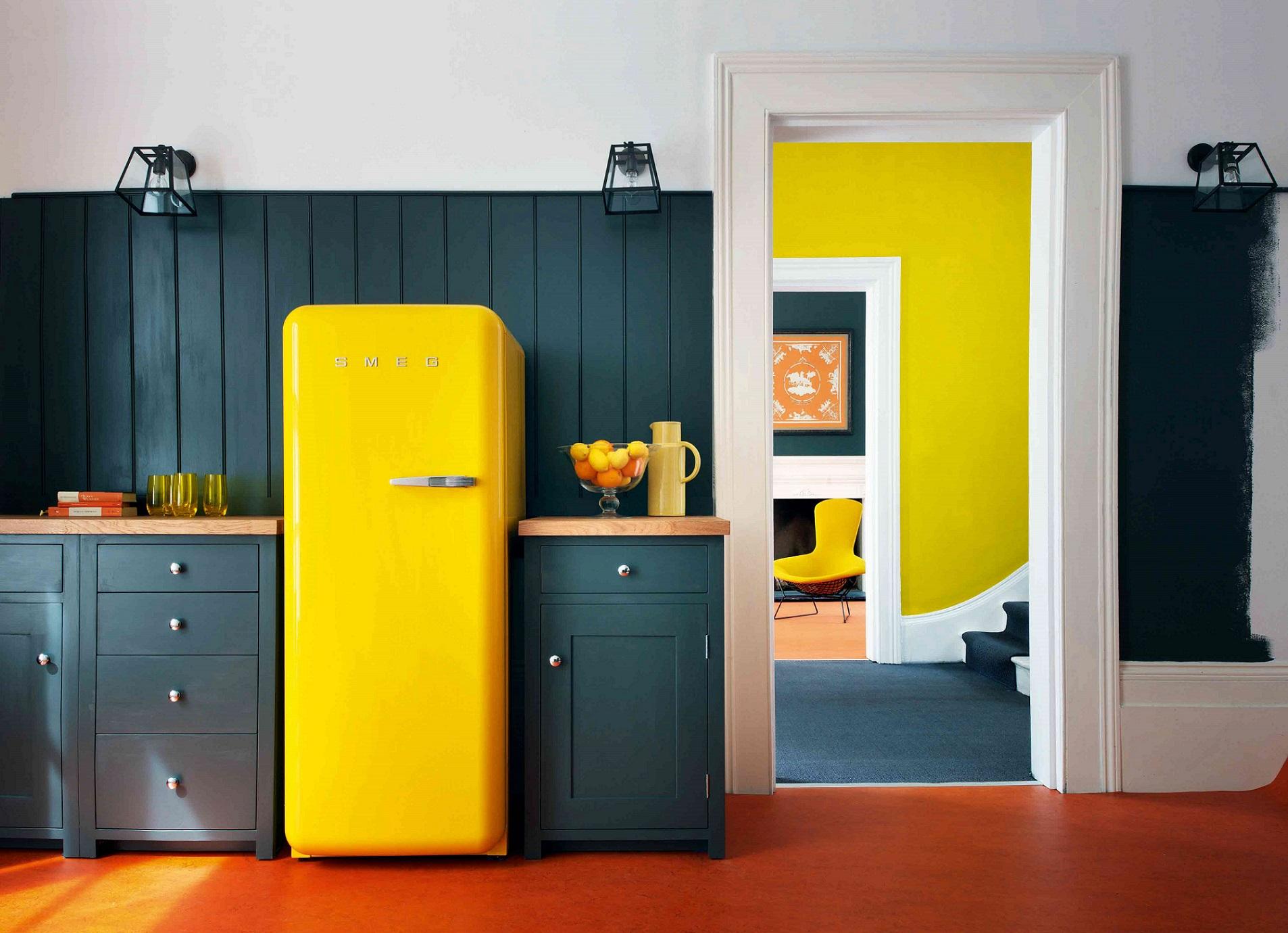 Как обновить интерьер старого холодильника